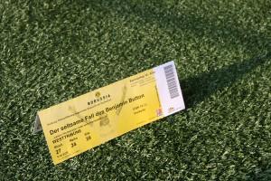 """Die Karten für """"Kino im Stadion"""" gibt´s natürlich stilecht im BVB-Look. Foto: Matti Hesse"""