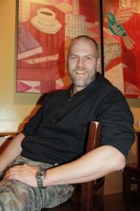 Er spielte schon Helden, Machos, Bösewichte - Thorsten Kai Botenbender hofft auf neue Herausforderungen im 24 Stunden Projekt.