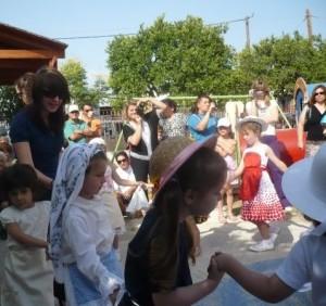 Steffi in dem griechischen Kindergarten. Foto: privat