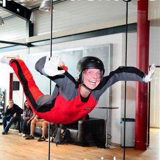 Plichtlektüre Online Autorin Caroline Nagorski hebt beim Bodyflying in Europas schnellstem Windkanal ab.