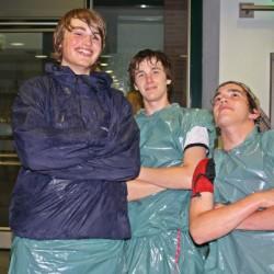 Paul, Tobias und Jan lassen sich vom Regen nicht den Spaß verderben