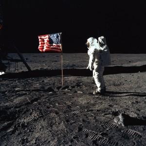 Buzz Aldrin und die US-Flagge auf dem Mond. Foto: NASA