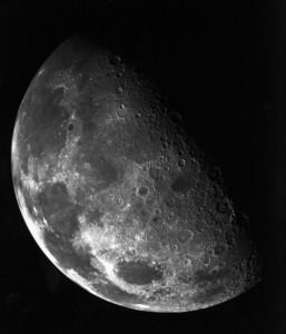 Der Nordpol des Mondes: Berge und Täler kennzeichnen die Mondoberfläche. Foto: NASA