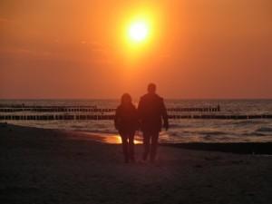 Sonnenuntergang ... genau das Richtige für den Romantiker! Foto: pixelio/Thomas Bornschein