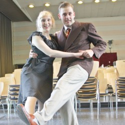 Lucia an der Brügge und Johnny Fey tanzen den Lindy Hop.     Foto: Stefanie Brüning