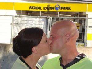Anja und Jörg freuen sich auf ihren schwarz-gelben Hochzeitstag