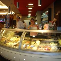 42 verschiedene Eissorten, da fällt die Auswahl schwer. Selbst im Winter hat das Eiscafé San Marco in Bochum geöffnet.