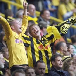 Jubelnde BVB-Fans beim 6:0 gegen Bielefeld