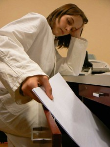 Das Schubladenproblem: Auch Wissenschaftler selbst schrecken davor zurück, ihre negativen Ergebnisse zu veröffentlichen.