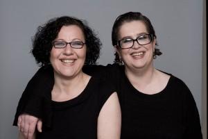 Zwei Freundinnen schreiben Ruhrgebiets-Krimis: Edda Minck (links) und Lotte Minck (rechts) Foto: Martin Steffen