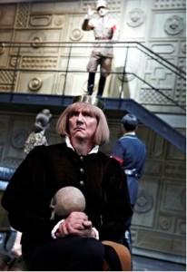 """""""Heil Hamlet!"""" Bernd Rademacher als Joseph Tura. ©Matthias Horn"""