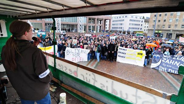 Kurz-Kundgebung auf dem Friedensplatz