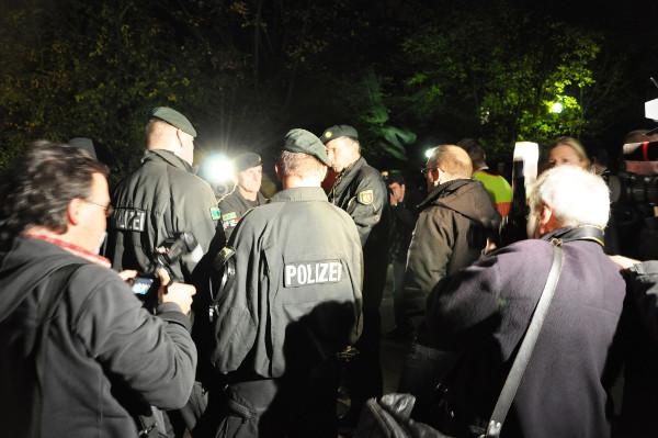 Lagebesprechung der Polizei.