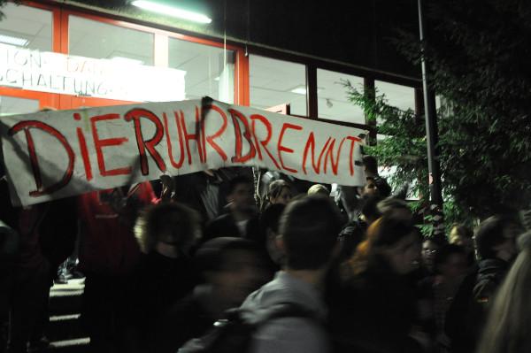 Die Besetzung ist vorbei - die Studenten strömen auf die Straße.