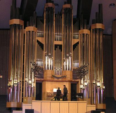 Die Klais-Orgel hat die Ausmaße eines Reihenhauses.