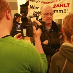 Im Interview: Pressesprecher Ole Lünnemann stellt sich den Fragen des Studentenfernsehens do1.