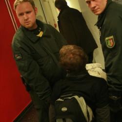 Die Polizei trug einen Studenten nach dem anderen raus. Sie bekamen dafür eine Strafanzeige wegen Hausfriedensbruch.