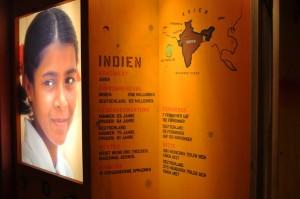 Asha zeigt den Besuchern Indien. Foto: Linda Klimmek