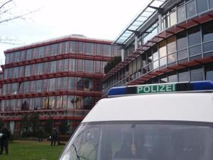 """Hier tagte die Bundes- Kultusministerkonferenz in Bonn. 4.000 Protestierende kamen. Die Polizei sagte: """"Es war friedlich"""". Foto: Stephanie Feck"""