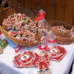 Ein Korb voll Weihnachten! Lebkuchen - Sie sind schöne Geschenke und sehen auch am Weihnachtsbaum gut aus