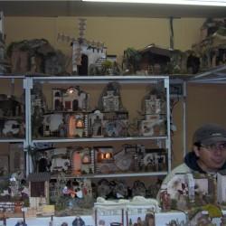 Viele Stände verkaufen kleine Figuren ...