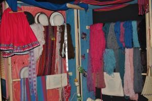 Wolle und Weben gehört für Yoselin zum täglichen Leben. Foto: Linda Klimmek