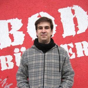 Bastian Pütter leitet die Bodo-Redaktion, schreibt mit seinem Team über Kulturelles und Soziales. Foto: Miriam Sahli