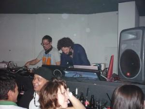 """Max Herre bei seinem DJ-Set im Bochumer """"Untergrund"""". Foto: Julia Kämpken"""