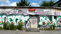 """Ausschnitt der Collage """"Nomadsland"""": Ein verlassenes Gebäude in Dortmund"""