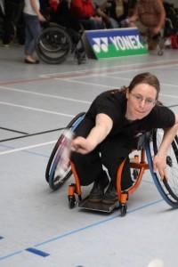 Hier wird Studentin Anne zur Exotin, denn nach dem Spiel kann sie aus ihrem Rollstuhl aufstehen.