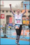 Annika hat's geschafft - nach 42,195 km ist sie im Ziel. foto: privat