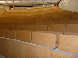 Noch sind die Hörsaal-Sitze an der TU Dortmund unverkäuflich.