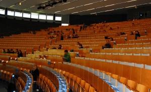 Geringe Werbung, großes Desinteresse: Knapp 100 Studenten besuchen die Podiumsdiskussion im Audimax. Alle Fotos: Caroline Biallas