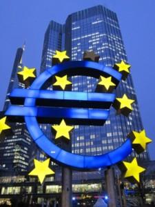 Anleger misstrauen dem Euro. Statt knallhart zu sparen wird Geld gedruckt. Foto: Linda Karlsson / pixelio