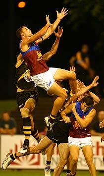 Australian Rules Footbal: Ein Spiel mit Hand und Fuß. Foto: imageshack.us