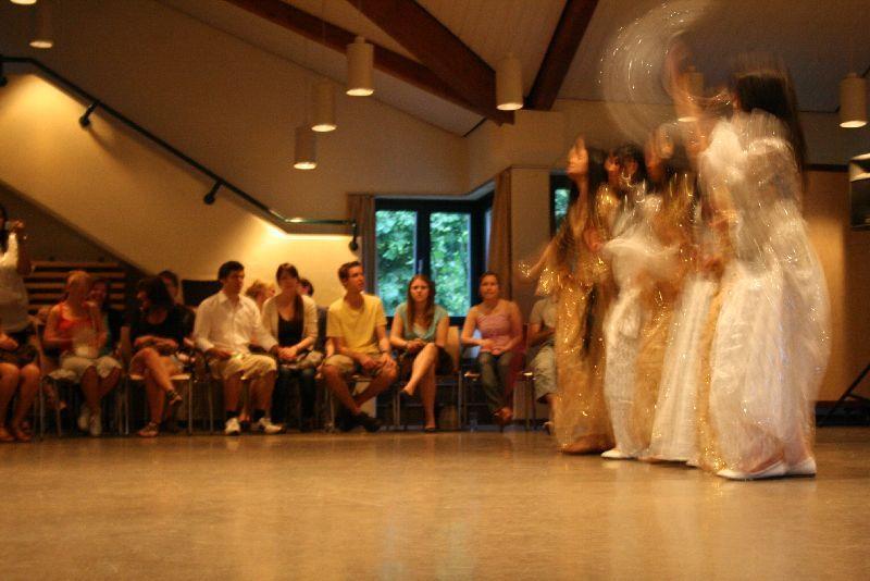 Bei der kurdischen Tanzgruppe wurde kräftig geklatscht