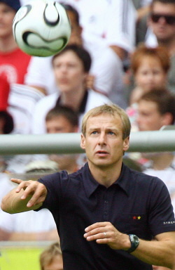 Jürgen Klinsmann ist ein gefragter Experte wenn es um den Fußball geht. Foto: flickr.com/User Giftraum
