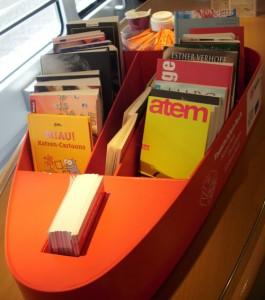 Gut bestückt geht die Bücherkiste im RE2 auf Reisen.