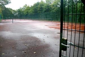 Auch dieser Tennisplatz würde dem neuen Gebäude nach einem der Asta-Vorschläge weichen. Foto: J. Mueller-Töwe