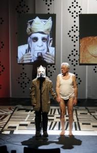 """Alte Herren in Unterhose: Bei """"She She Pop"""" ging es im """"Testerment"""" um die nackte Wahrheit und intime Geheimnisse. Foto: Doro Tuch"""