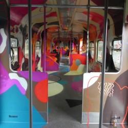 In den Bahnhöfen wurde das Tanzcafé mit Diskokugel zum Tanz geöffnet
