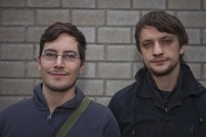 """Sebastian Riebeling (links) und Thomas Kopinski (rechts) haben vor einem Jahr """"awesome apps"""" gegründet. Foto: Matthis Dierkes"""