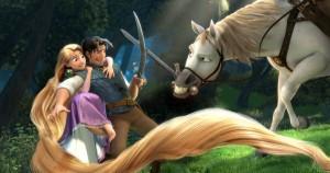 Anfangs kämpfen Flynn und Maximus, ein Pferd der Königsgarde, noch auf verschiedenen Seiten. (Quelle: wdsmp-content)