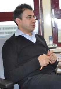Ahmet Toprak hat für sein Buch den Forschungspreis der Fördergesellschaft der FH Dortmund erhalten. Foto: Anne-Kathrin Gerstlauerer Fördergesellschaft der FH Dortmund erhalten. Bild: Gerstlauer