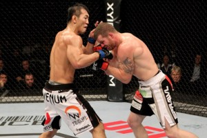 Unspektakulärer Hauptkampf: Yushin Okami (li.) gewinnt gegen Nate Marquardt nach Punkten.
