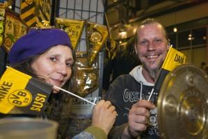 Petra und Berti verkaufen seltene BVB-Fanartikel