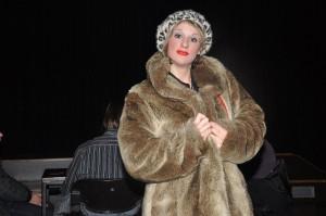 Sylvie hat einen teuren Mantel, gewachste Brust-Haare und einen aufgespritzten Hintern. Und doch vergisst jeder ihren Namen. Bild: A.Gerstlauer