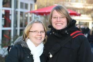 Melanie und Sarah finden gut, dass die Studenten aufgefordert sind Gefahrenstellen zu melden. Foto; Mareike Maack