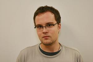 Mario Heiderich testet im Namen der RUB Webseiten und Browser auf Programmierfehler. Foto: Timo Derstappen