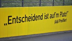 Wie wahr diese Worte sind, musste der BVB gegen unterlegene, aber am Ende dann doch glückliche Schalker erkennen. Foto: Jannik Sorgatz